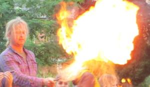 Feuerspucken mit Bärlappsporen